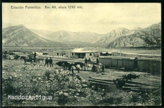 Construcción de la vieja estación ferroviaria de Potrerillos, hoy bajo las aguas del dique. (Gentileza foto: Mendoza Antigua)
