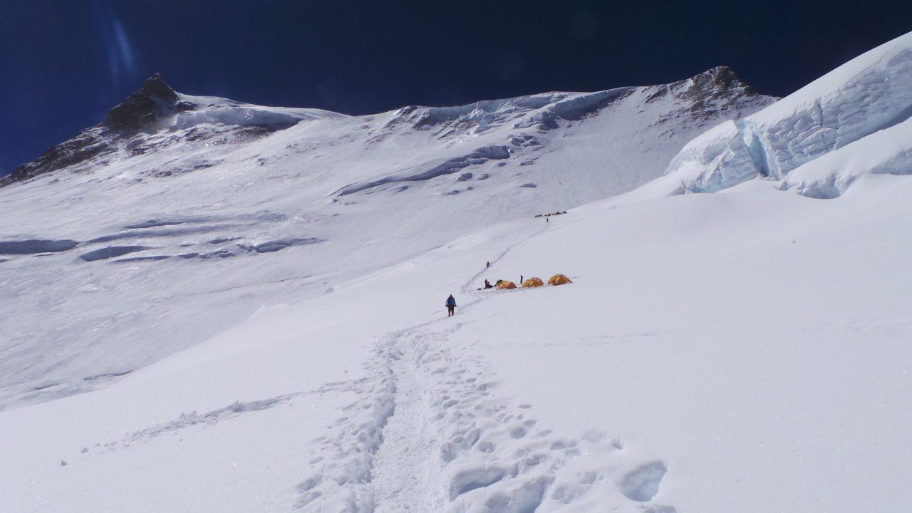 Uno de los campamentos de altura rumbo a la 8ª cima más alta del mundo.