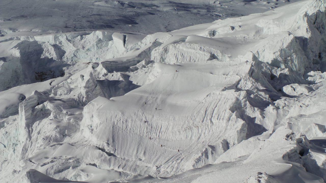 Buena parte del periplo a la cumbre del Manaslu se recorre sobre glaciares.