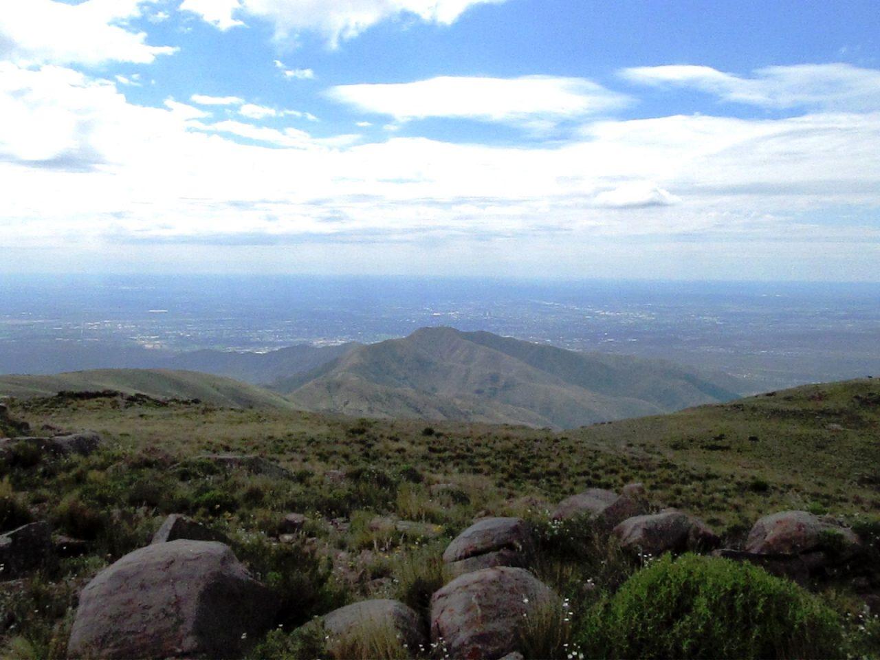 Mendoza desde alguna cumbre, panorama en todo el Piedemonte.
