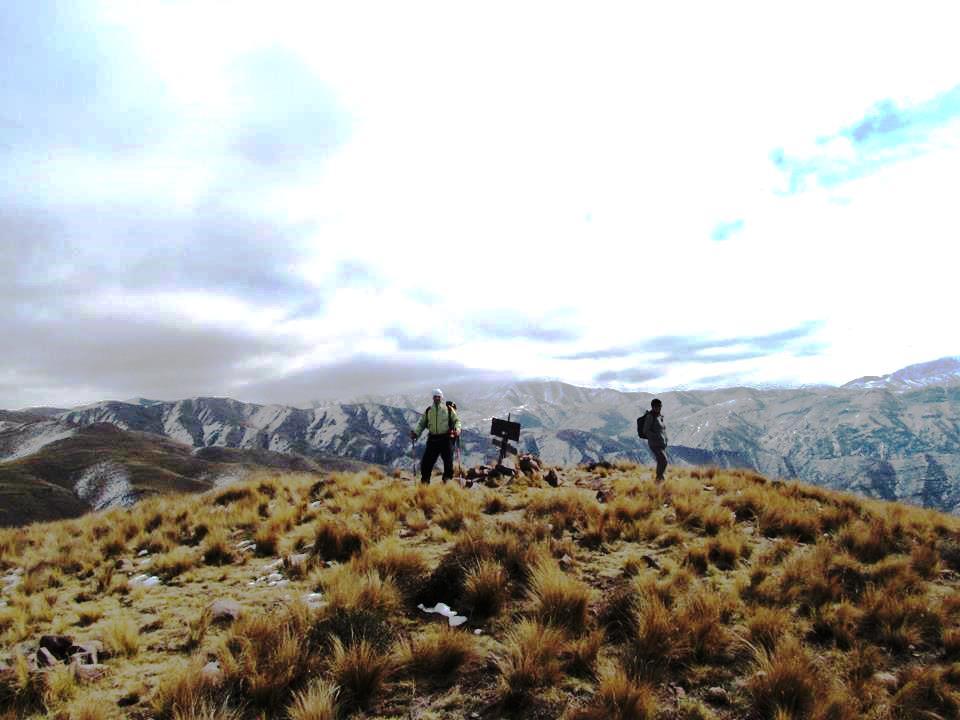 Decenas de bellas cumbres en la Precordillera. Y las primeras nieves del fin del otoño.