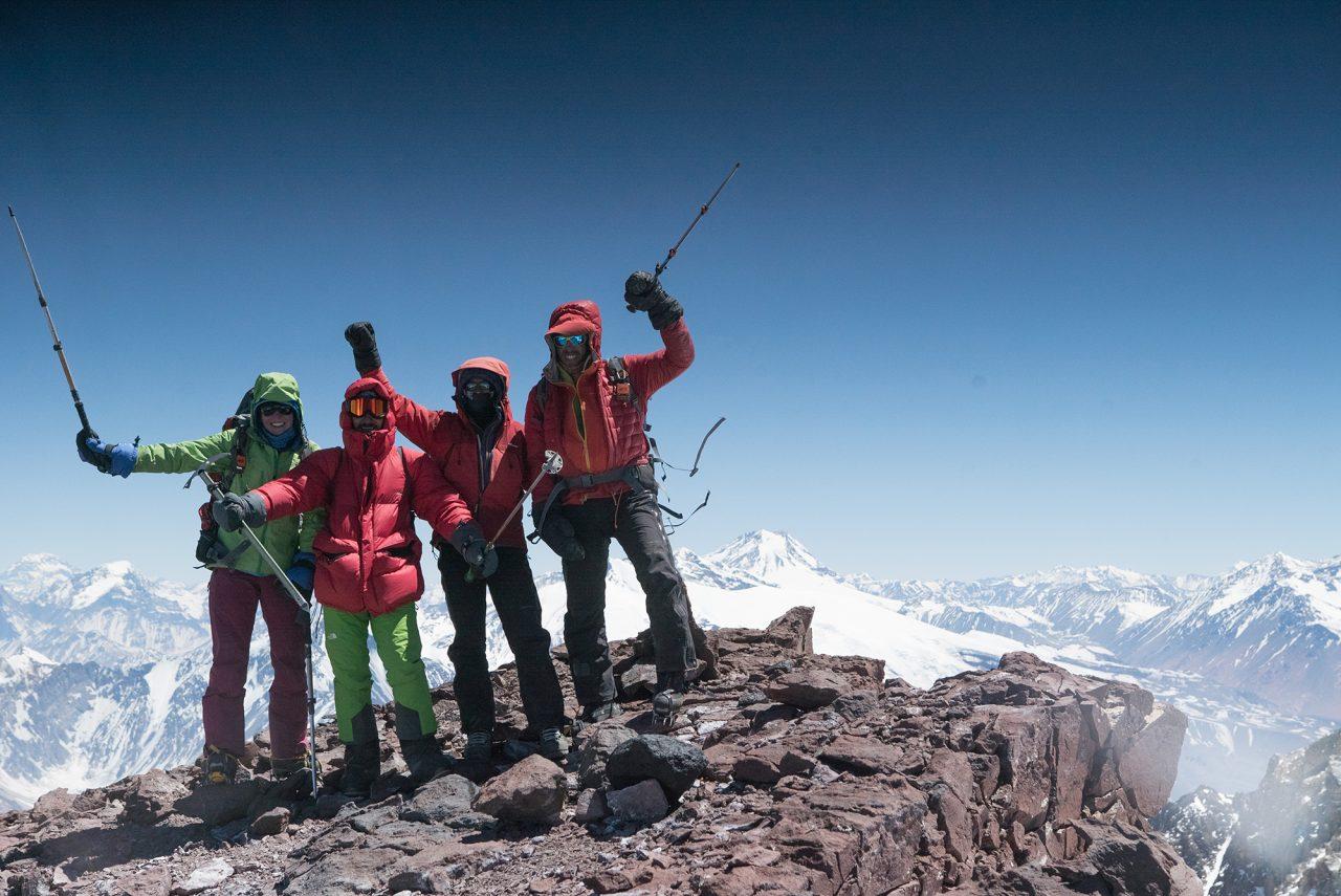 Cumbre del Marmolejo (6.108 m): Pedro Hauck, Suzie Imber, Jovani Blume y Máximo Kausch. Foto: Gabriel Tarso.