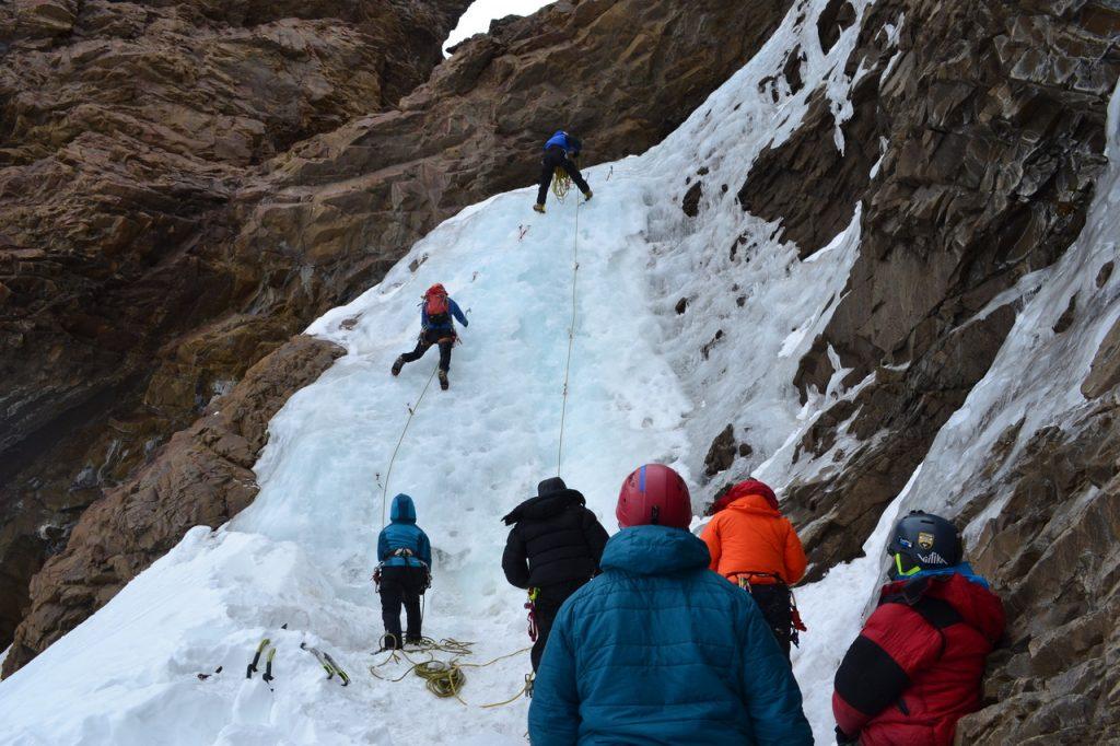 En curso, prácticas perfectas en cascadas perfectas. Probando verticales.