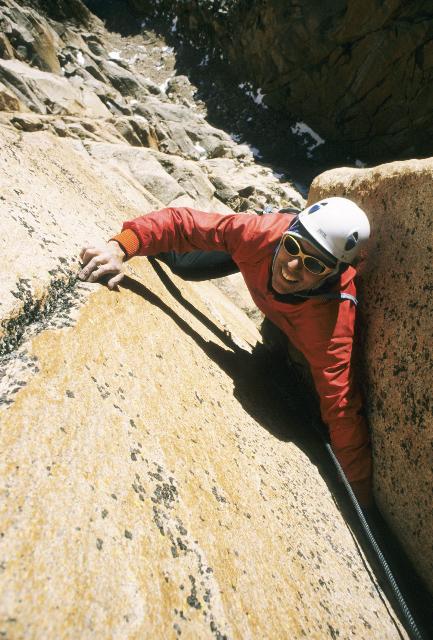 Mauricio Fernández escalando en Arenales donde participó de la apertura de más de 100 vías.